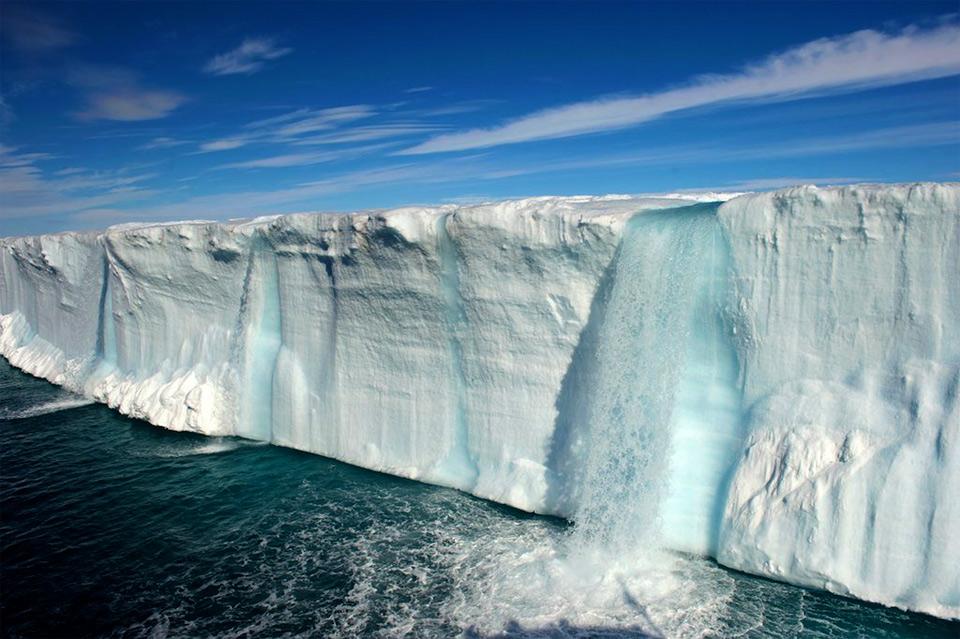 12amazing-glacial-waterfalls