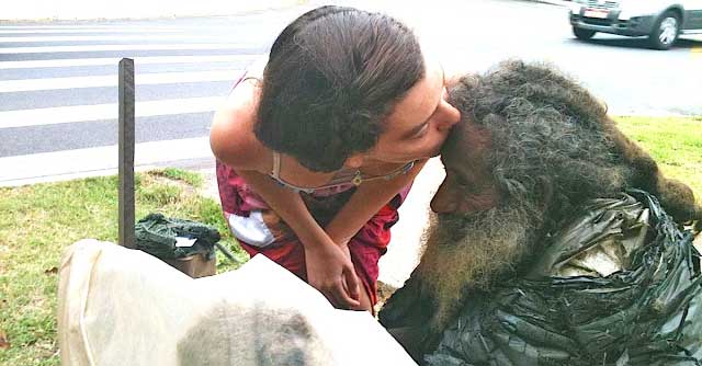 Every Day She Said 'Hello' To This Homeless Man. But One Day He Handed Her A Piece Of Paper…